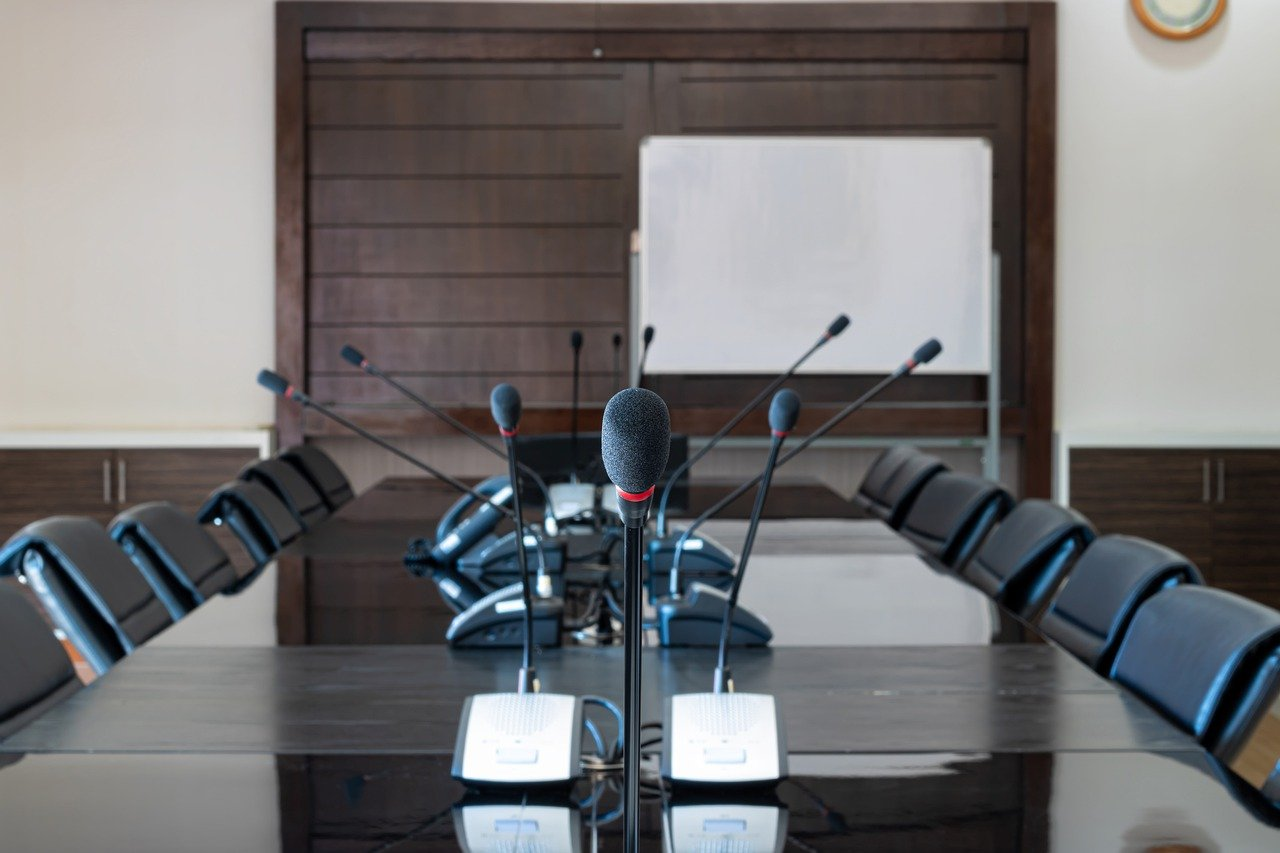 Meeting Room Microphone Business  - KaweewatT / Pixabay